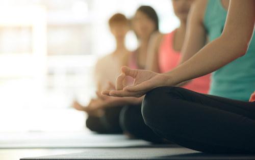 Hormonální jógová terapie pro ženy dle Dinah Rodrigues